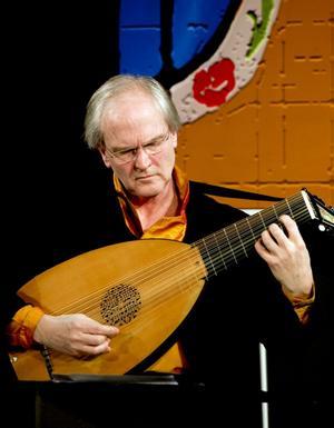 Jakob Lindberg, en av världens främsta lutenister, firade Sundsvalls Gitarrfestival och European Early Music Day med en konsert.