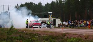 Burn out. Patrik från SHRA Karlstad körde snabbt och bjöd även publiken på dagens mest rökfyllda burn out. Foto:Börje Lindh