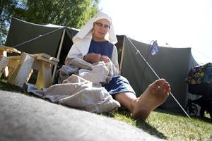 Susanne Dahlgren från Rättvik bodde i ett egensnickrat tält i gammal stil.