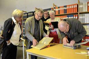 På spaning efter den tid som flytt. Från vänster: ÖK-fotograferna Roger Lundberg, Lennart Thybell, Lasse Wretling och Göran Kempe.BILD: ANDERS ERKMAN