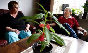 """Birgitta och Göran är glada för sin nya lägenhet men tycker att det är för tyst. """"På Lyransgården var det alltid folk och något som hände, det var PRO-danser och bingo. Jag gillar när det är liv och rörelse"""", säger Göran."""
