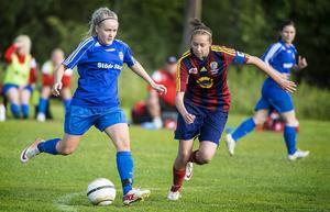 Selånger och Malin Nilsson (t.h.) tog säsongens första poäng hemma mot Tierp.