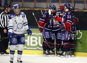 LINKÖPING 20161115Linköpingjubel efter 2-0 av Garrett Roe under tisdagens ishockeymatch i SHL mellan Linköping HC och Leksands IF i Saab Arena i Linköping.Foto: Stefan Jerrevång / TT / Kod 60160