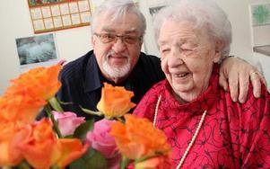 """Jazztrumpetaren Lennart """"Kvarten"""" Axelsson kom givetvis hem från Hamburg till Ludvika för att på tisdagen uppvakta mamma Disa Axelsson på hennes stora 100-års dag. FOTO: BOO ERICSSON"""