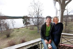 Holländarna Hilde Talstra och Ruben Heijloo är nöjda med sitt beslut att köpa prästgården i Revsund. Där både bor de och driver bed and breakfast-verksamhet sedan i mars. Och de har fler planer med den gamla gården, som de själva renoverar allt eftersom.