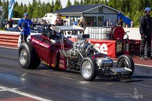 En av sommarens stora händelser är SM-tävlingarna i dragracing den 1-3 juli i Sundsvall. Bild från en tidigare dragracingtävling.