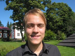 20-årige Erik Wiklund är redan i färd med sina andra roman. Historisk sådan från 1600-talet med häxbränningar.