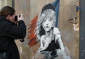 Ett Banksy-verk på den franska ambassaden i London. Arkivbild.