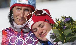 Marit Bjoergen (till vänster) är en av de som är med i det norska längdlandslaget.