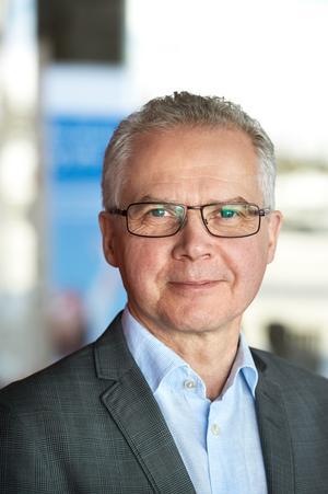 Gunnar Olofsson ska öka Norges inkomster av skogen.
