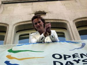 - Jag är glad och stolt, och lite pirrig, medger Francisca Herodes och lutar sig över banderollen som förkunnar att Mid Sweden Office har en huvudroll i Bryssel denna vecka.