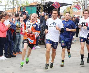 Jesper Lysell sprang i en egen snabbfil och varvade bandylirare under Stadsloppet på lördagen.