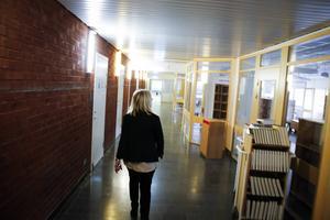 Korridorerna ekar tomma i väntan på hantverkarna.