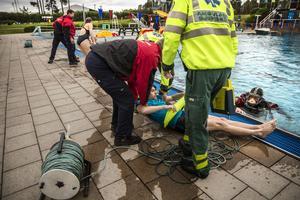 Den årliga livräddaruppvisningen för årskurs 2 och årskurs 3, på Lugnets friluftsbad.