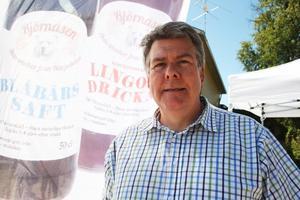 Lars-Olof Mattsson flyttar produktionen av sina drycker till gamla Brand Factory-fabriken, som han köpt tillsammans med icahandlare Leif Lindström.