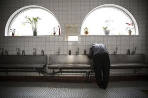 Ahmad Berazi. Uppsala moské, förbereder sig inför en av dagens böner.