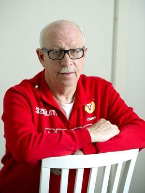 Sitter säkert en stund till. Claes Nyman har varit i Sund iF i över 40 år och lär bli kvar ett tag till.