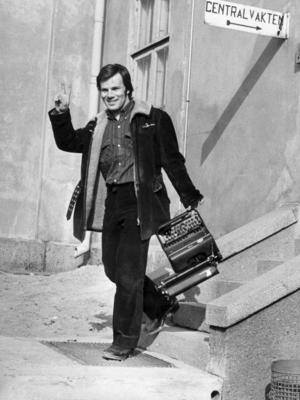 Fången. Jan Guillou släpps ut från Långholmens häkte 1973.