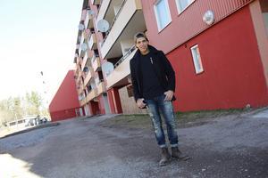 Yosef Khatouari har en marockans bakgrund och trivs med att ha grannar i Andersberg som delar samma kultur som han själv.