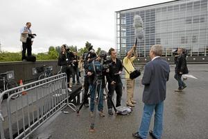 CNN tog emot. Stort pressuppbåd tog emot Piratpartiets Christian Engström när han anlände till Europaparlamentet i Strasbourg efter valet 2009. Arkivfoto: Maja Suslin