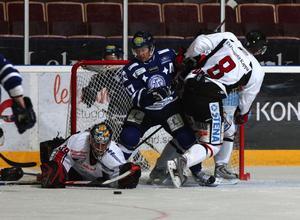 Centerstjärnan Mikael Karlberg, 37, kan vara aktuell för comeback efter sin knäskada. I går tränade han på is.