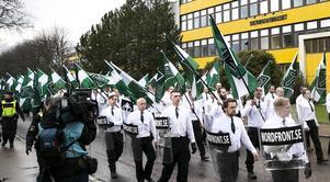 Nazister tågade genom Borlänge den 1 maj.