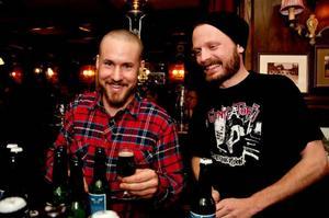 Tommy Åström och Kristoffer Hallberg från Steampunk Brewing i Funäsdalen gör öl med blodrot och messmör som bas.