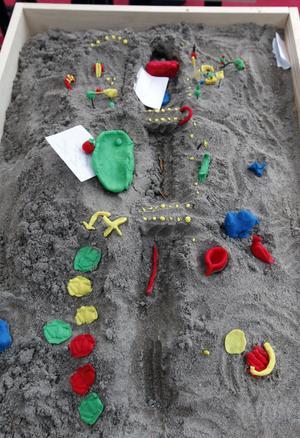 Gävlebor kunde framföra sina åsikter med hjälp av lera och sand. I ett tält vid Slottstorget var det fritt fram att skapa en egen centrumplan.