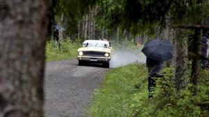Flera rallylegender och en del länsbor var med och körde, här Stig Blomqvist i en Ford Falcon, tävlande för SMK Örebro.