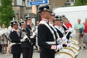 Arméns musikkår gör uppvisning på Stora torget.