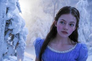 """Mackenzie Foy har gjort barnroller i filmer som """"Twilight: Breaking dawn"""" och """"Interstellar"""". Nu avancerar hon till tonåring i """"Nötknäpparen och de fyra världarna""""."""