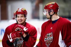 Juha-Pekka Haataja och Radek Smolenak är två av 40 spelare som anslutit till SHL sedan premiären 10 september.