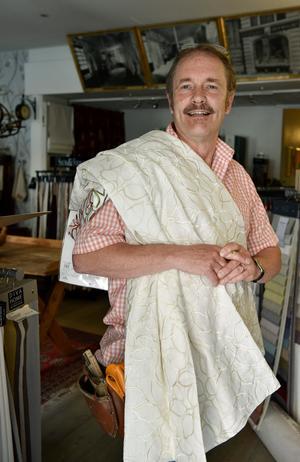 Inredaren och gardinexperten René Pehmüller.