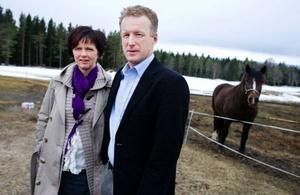 Birgitta Andersson och Mikael Olsson har en gård i Måläng. I somras bodde fotografen Jens Assur hos dem i två dagar för att fotografera till boken