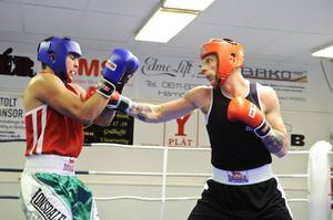 Richard Hedman BK Köping, kunde inte stå emot hemmaboxaren Henric Lundin Öbacka BK.