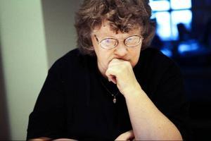"""I somras hämtade prylhandlaren Ulla Jerlings döda föräldrars saker. Men hon har ännu inte fått betalt för grejorna. """"Han har kränkt både mig och mina döda föräldrar"""", säger hon."""