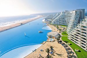 En surftur i poolen kanske? Världens största pool är över en kilometer lång.
