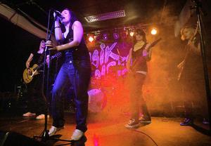 Bandet Coulrophobia är ett av få band i Hudiksvall med kvinnliga musiker. En ny satsning ska förhoppningsvis få fram fler.