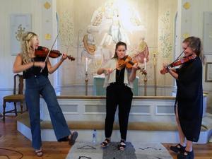 Girl Power var ledordet under helgens folkmusikkonsert. Foto: Maria Dahlström.