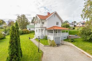Villan på Ängsgatan har ett utgångspris på 4,5 mijoner kronor.