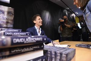 Midnatt råder och Akademibokhandeln börjar sälja David Lagercrantz