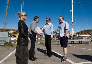 Ulla Skog, Johan Wahlström, Dag Malmberg och Claes Malmberg tar en paus från inspelningsarbetet av tv-serien