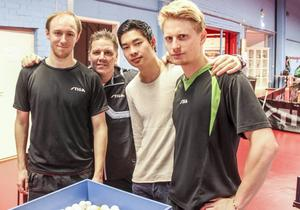 Viktor Brodd, tränaren Peter Blomquist, Anthony Tran och Hampus Nordberg.