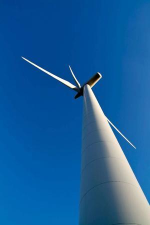 """""""Vindkraftens spår växer igen på några år när den är uttjänt. Kärnkraften lämnar ett avfall som är farligt i 100 000 år."""""""