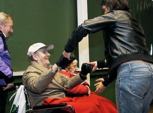 Viksjöforsbalettens Julia Ehrstrand tog sig en svängom med publiken.