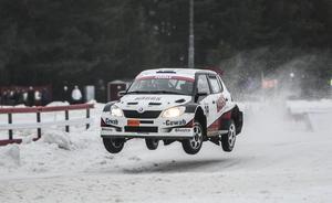 Niklas Hägg flög fram till en andraplats i den första SM-deltävlingen i Söderhamn.