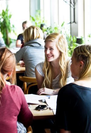 Sabina Lindström, Felicia Andersson och Frida Bolin avbryter pluggandet för att ge Söderhamn ett bra betyg som ungdomskommun.