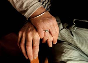 Många kvinnliga pensionärer är i dag beroende av sin mans inkomst för att få ekonomin att gå ihop.