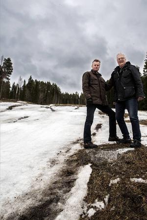 Per Ericsson och Sven Hellström är oroliga att slalombacken i Lit ska stänga.