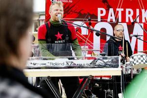 Patrik Zackrisson och Anders Erlandsson i Patriks Combo öste järnet på hemmaplan inför flera tusen åskådare på Stortorget.